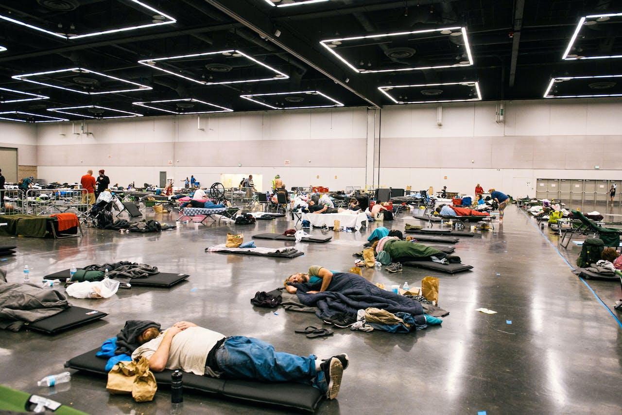 In Oregon koelen mensen zich af in een centrum dat geopend is vanwege de hittegolf.