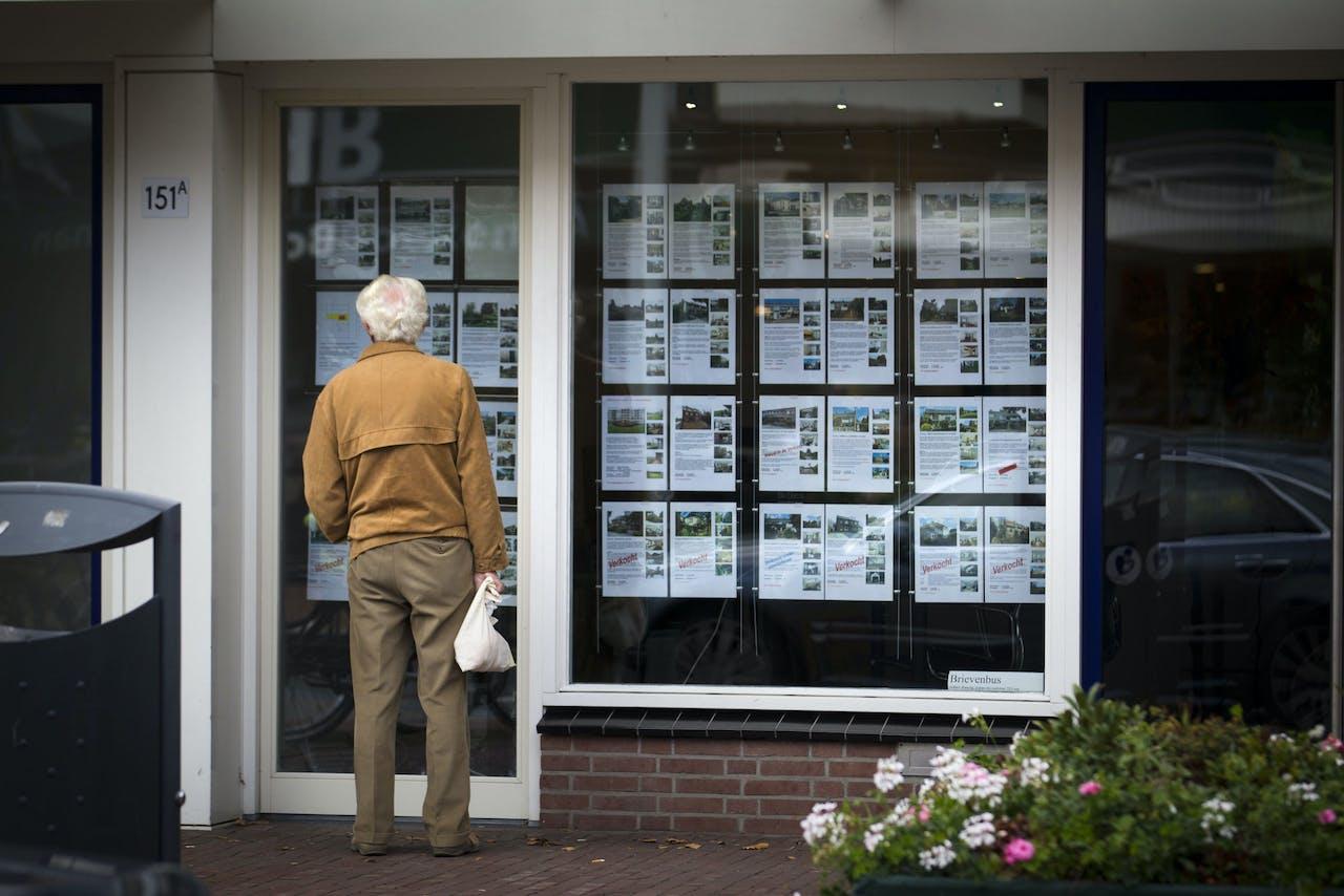 20131007 De Bilt: Nederland is wellicht uit de recessie. Dit is onder meer te danken aan het hogere aantal verkochte woningen. (FOTO ANP JEROEN JUMELET)