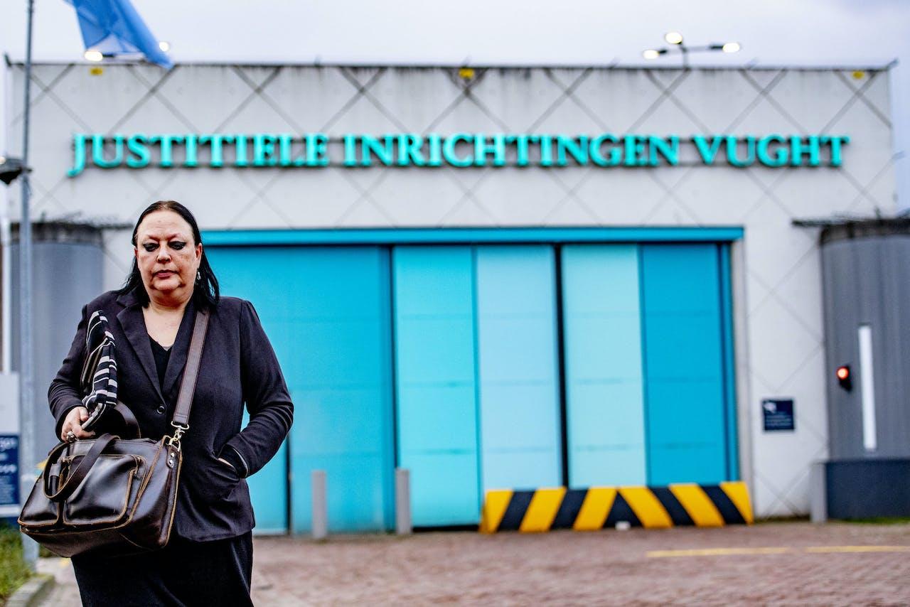 Inez Weski, de advocaat van Ridouan Taghi, vertrekt bij de Extra Beveiligde Inrichting (EBI) Vught.