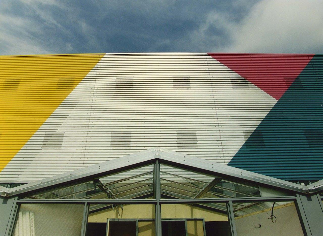 Eén van de gebouwen die Ashok Bhalotra ontwierp voor de Amersfoortse wijk Kattenbroek.