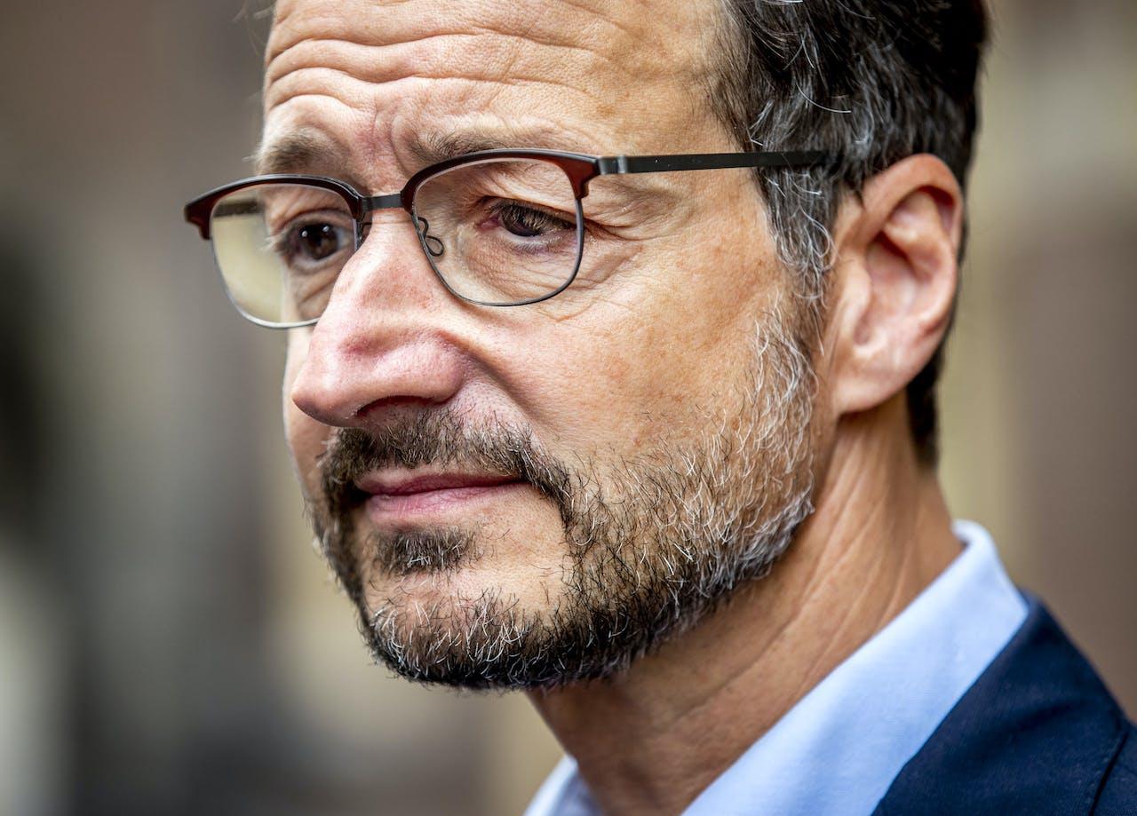 Eric Wiebes van Economische Zaken geeft een reactie op het nieuws dat het kabinet al in 2022 wil stoppen met de gaswinning in Groningen.