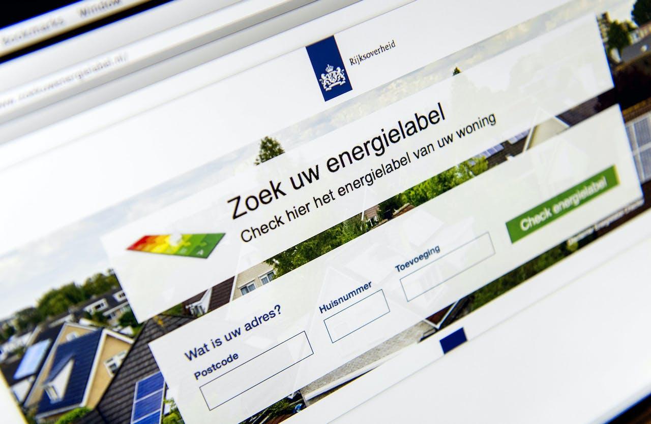 2015-01-06 13:44:27 DEN HAAG - Een website met uitleg over de energielabel voor woonhuizen. Vanaf nu moeten huiseigenaren die hun huis verkopen of verhuren een nieuw energielabel regelen. ANP KOEN VAN WEEL