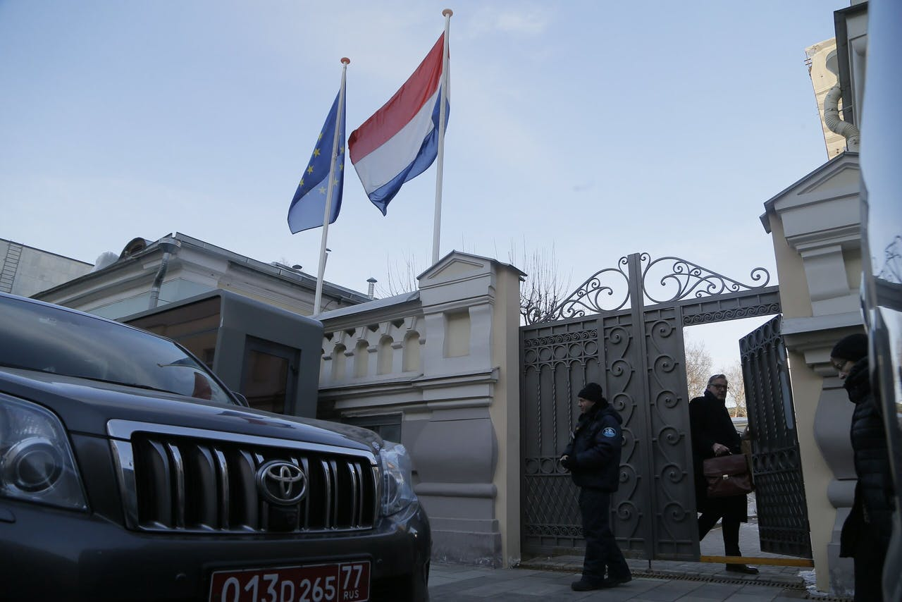 2018-03-30 17:23:41 epa06637406 Flags of EU and the Kingdom of the Netherlands over the entrance of the Dutch Embassy in Moscow, Russia, 30 March 2018. The Russian Foreign Ministry summoned representatives of diplomatic missions of several European countries to announce Russia's countermeasures in response to expulsion of Russian diplomats over the Skripal poisoning case. Earlier, following the UK sanctions, the Netherlands announced expulsion of two Russian diplomats. EPA/MAXIM SHIPENKOV