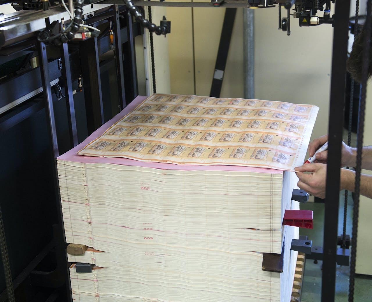 Haarlem - Het drukken van bankbiljetten bij Joh. Enschede & zn