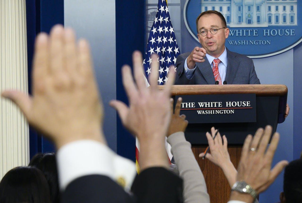 De waarnemend stafchef van het Witte Huis Mick Mulvaney beantwoordt vragen van de pers.