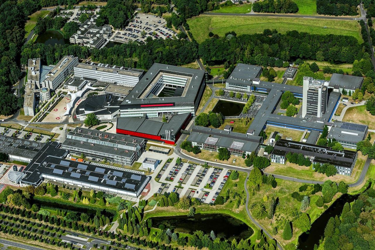 Luchtfoto van de Universiteit Twente.