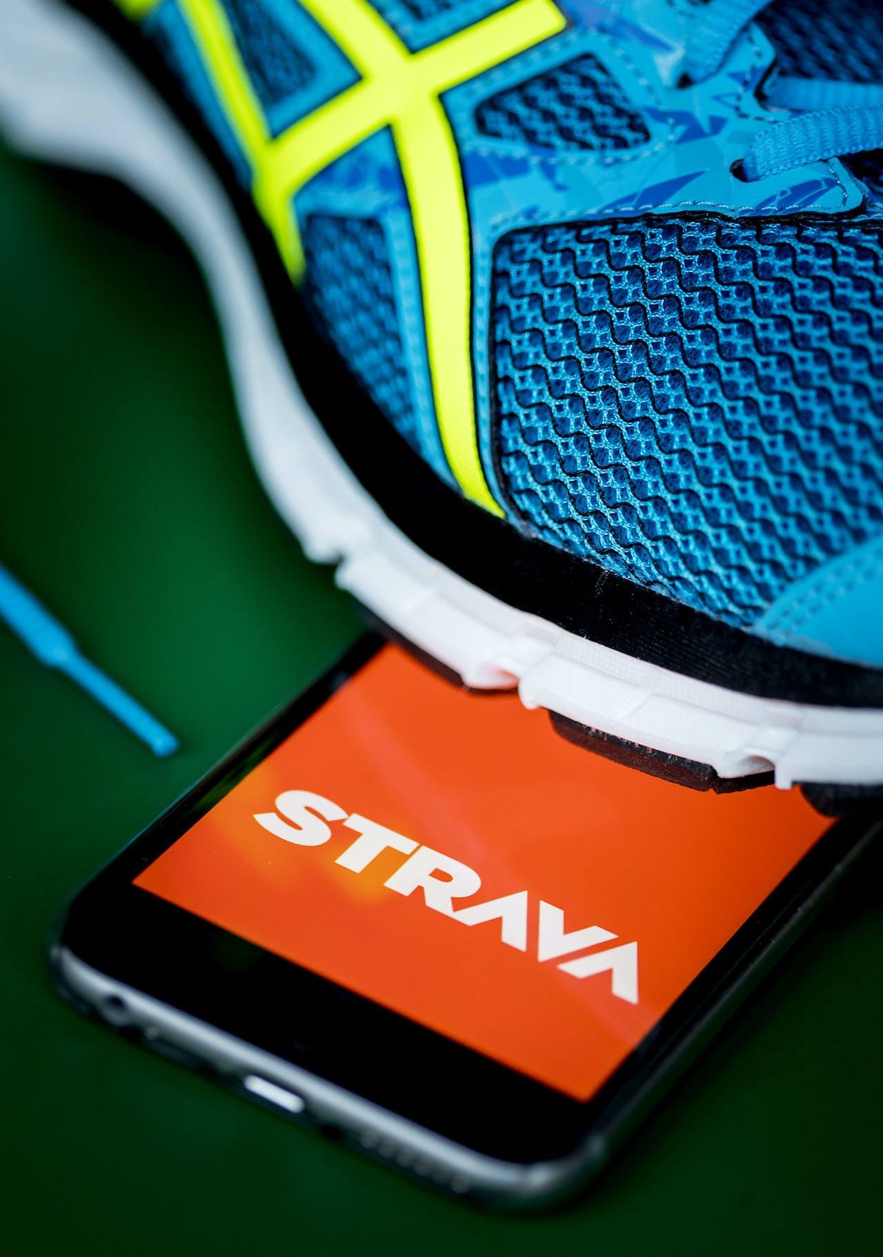 De sport-app Strava op een telefoon. De mobiele applicatie wordt gebruikt door sporters als hulpmiddel bij het uitoefenen van hun sport.