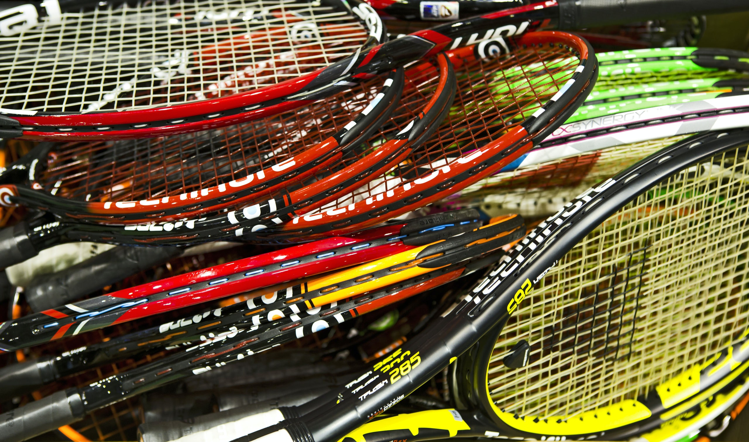 de man die de tennisrackets spant bnr nieuwsradioTennisrackets #18