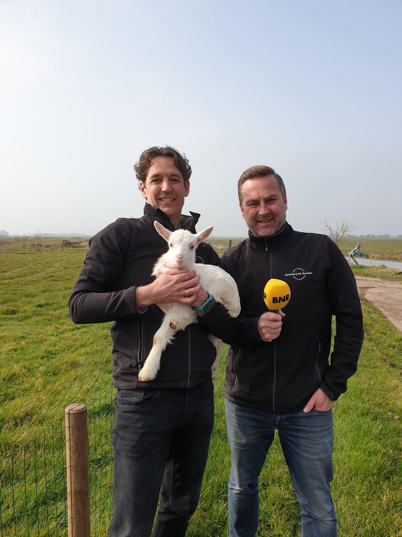 Hans van der Stok (links) en Hugo Oudejans van boerderij De Boerinn