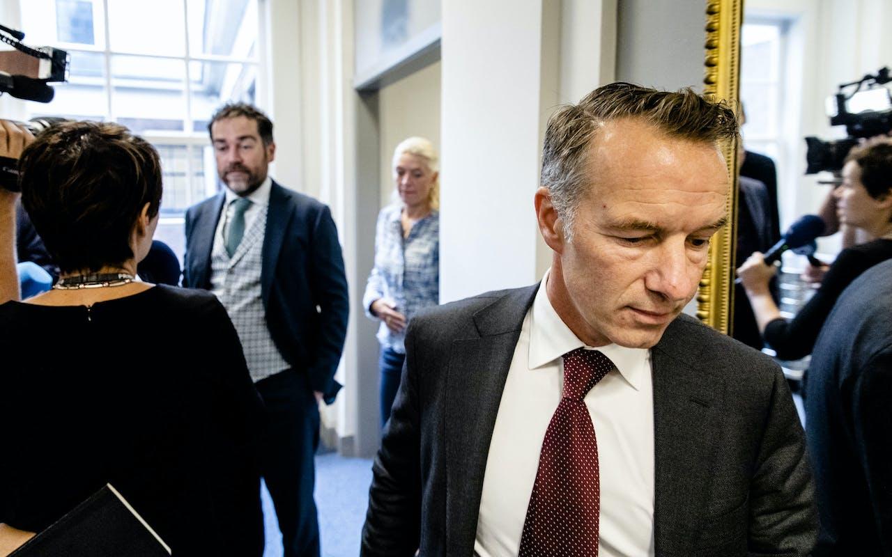 DEN HAAG - Klaas Dijkhoff (VVD) en Wybren van Haga (R) voorafgaand aan de fractieberaad over de jongste aantijgingen tegen Wybren van Haga. Het bedrijf van VVD-Kamerlid Van Haga zou zonder vergunning een rijksmonument hebben laten verbouwen. ANP BART MAAT