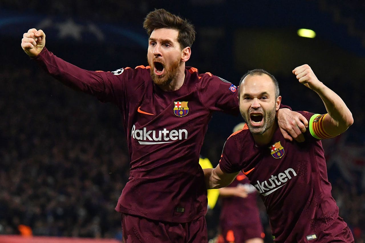 Lionel Messi (L) en Andres Iniesta