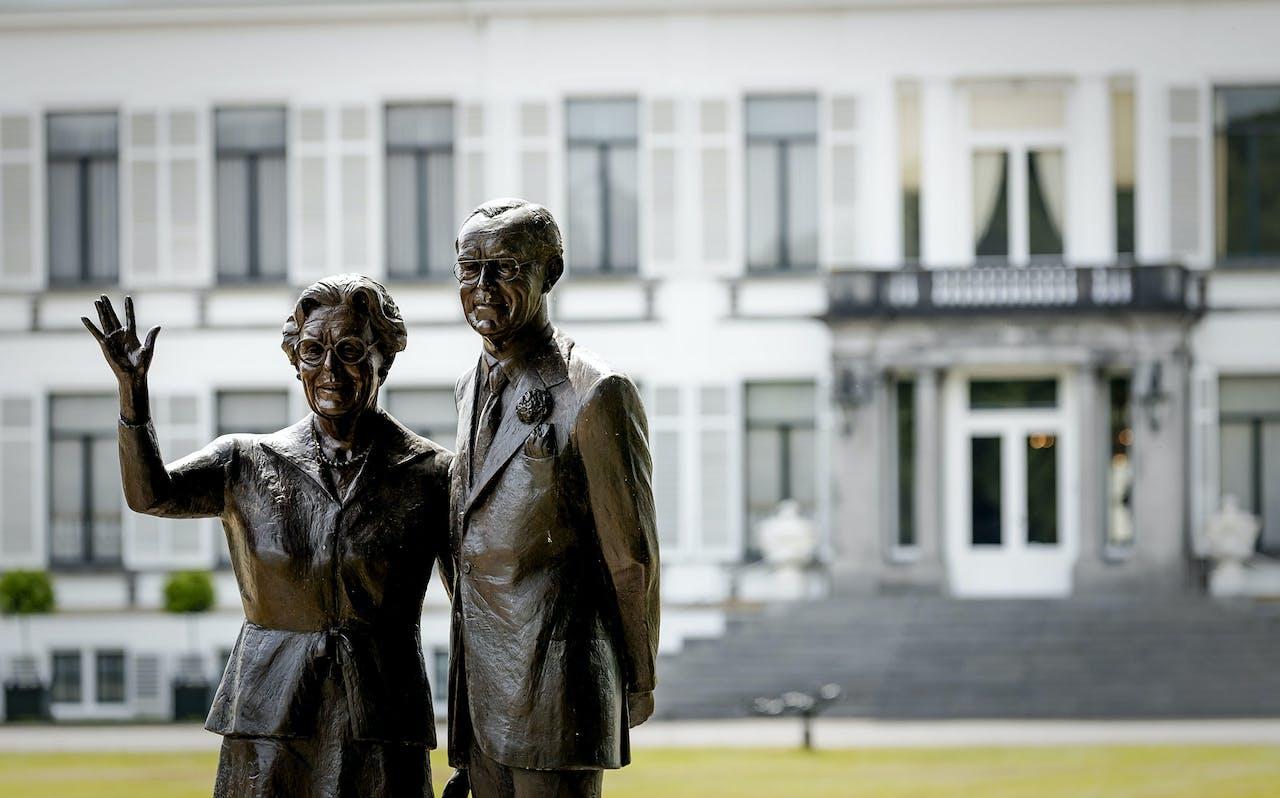Exterieur van Paleis Soestdijk. Het paleis wordt omgebouwd tot hotel. De nieuwe eigenaar wil in het paleis ook tentoonstellingen en presentaties over innovatieve ontwikkelingen organiseren.