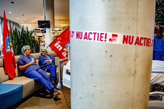Medewerkers van het Catharina Ziekenhuis Eindhoven voeren actie voor een betere CAO