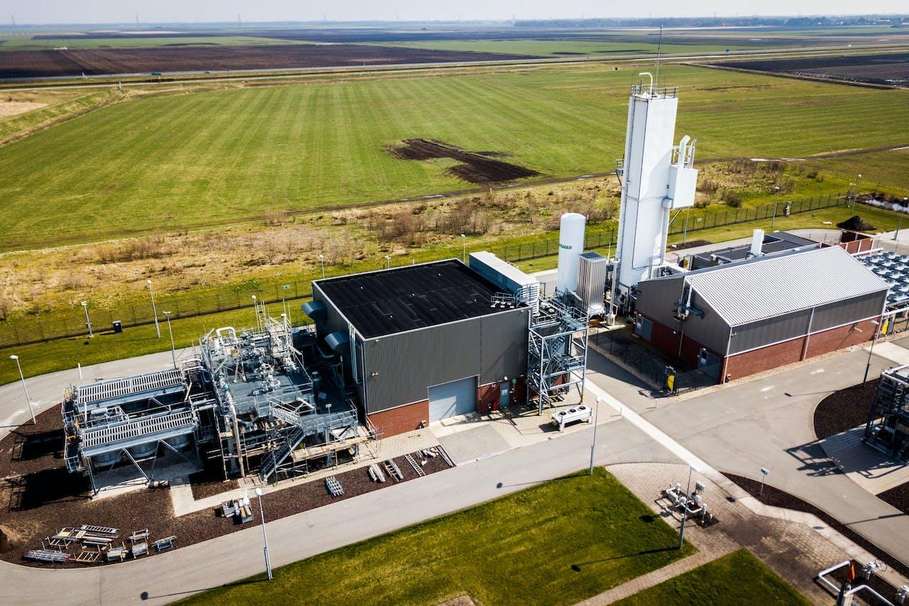 2018-03-31 14:02:16 MUNTENDAM - Foto gemaakt met drone. Stikstofinstallatie Zuidbroek van de Gasunie. De stikstoffabriek wordt de komende jaren omgebouwd en uitgebreid om de afhankelijkheid van het Groningse gas te verminderen. ANP SEM VAN DER WAL