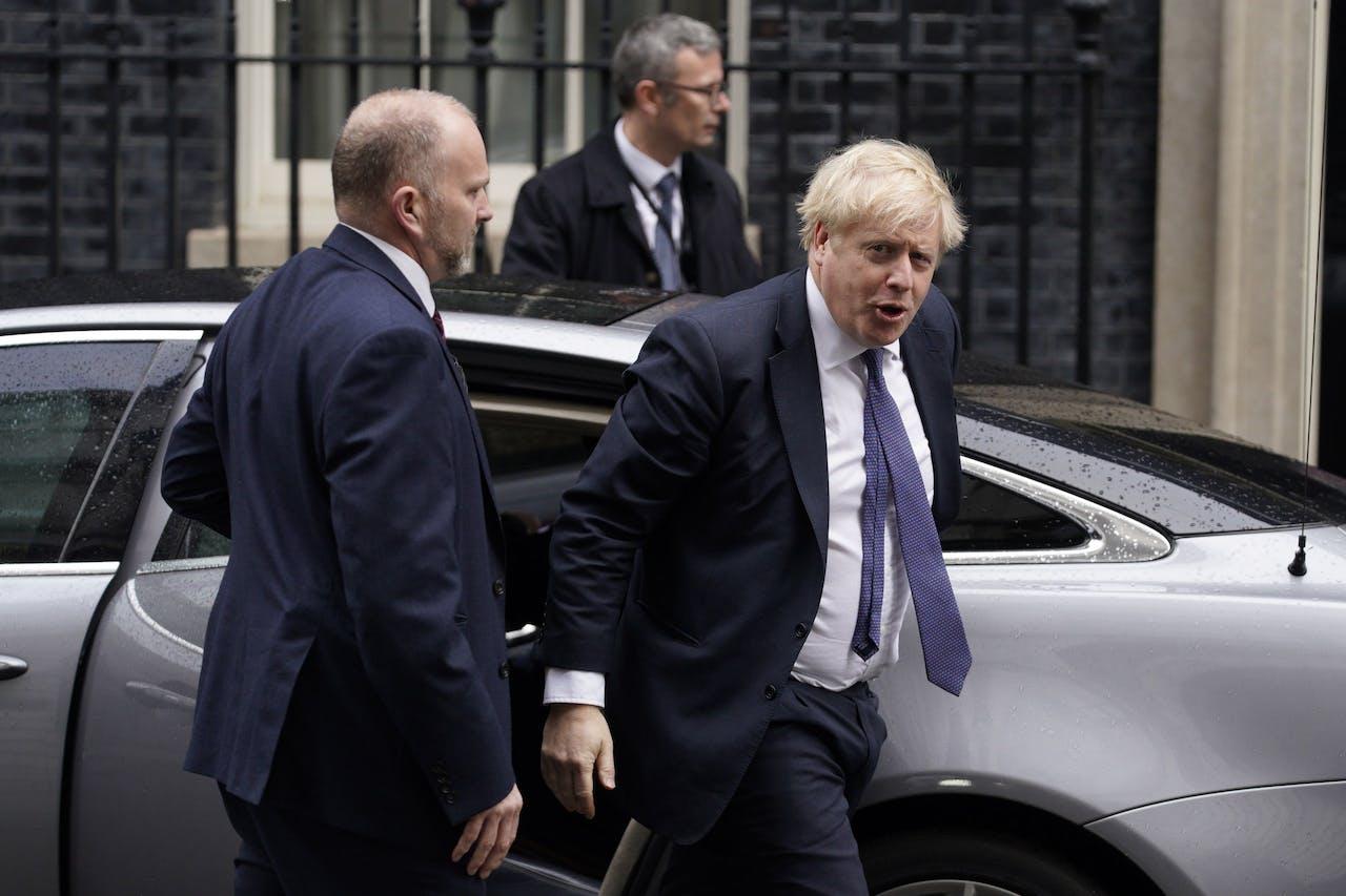 De Britse premier Boris Johnson komt aan in Downing Street 10, vlak voor zijn kabinetswijziging
