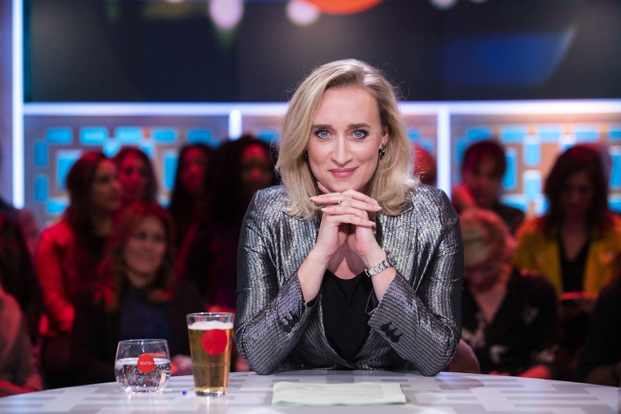 Eva Jinek tijdens haar laatste uitzending bij de NPO, ze stapt over naar RTL4.