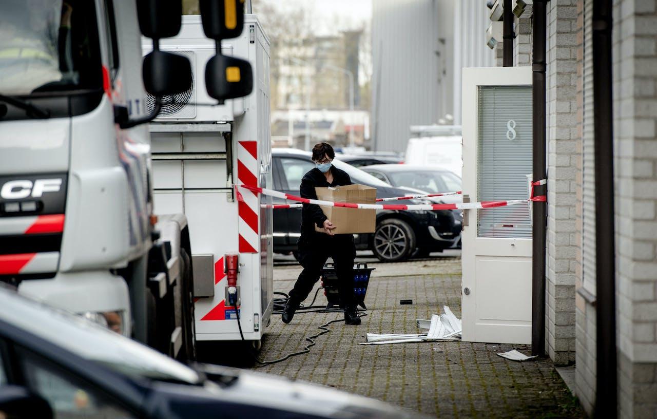April 2016: Inval van opsporingsdiensten bij een party-verhuurbedrijf in Best, dat dienst deed als dekmantel voor een groot drugsnetwerk in Noord-Brabant.